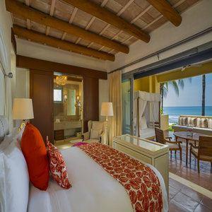 Three-Bedroom Luxury Villa - Master Bedroom