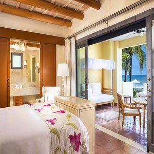 Three-Bedroom Luxury Villa - Living Room