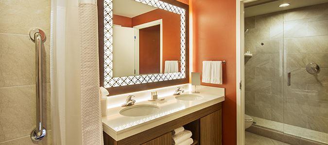 Standard Guestroom Bath