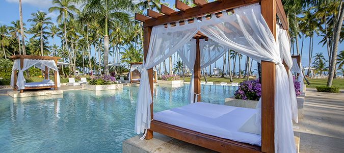 Pool and Bali Beds