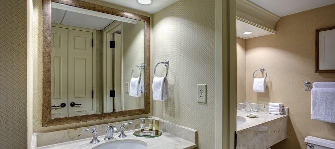 Traditional Guestroom Bath