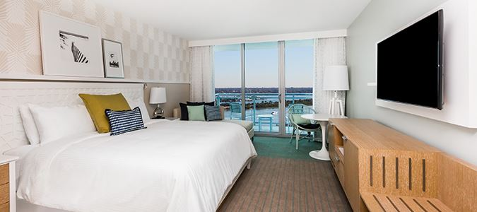 Deluxe King Guestroom with Intracoastal View