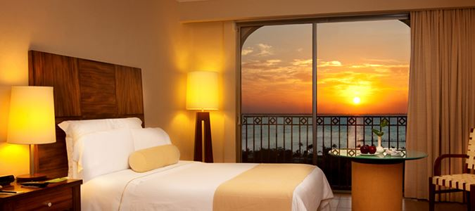 Deluxe Sunset Lagoon View Guestroom