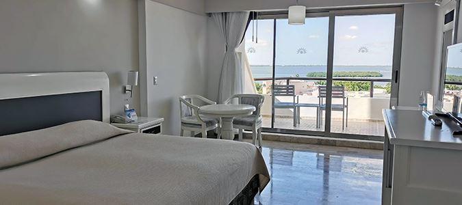 Deluxe Lagoon Guestroom