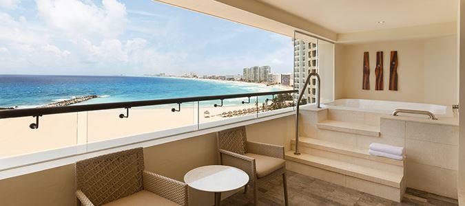 Club Oceanfront Corner Suite