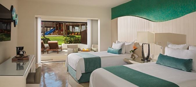 Deluxe Oceanfront Guestroom with Balcony