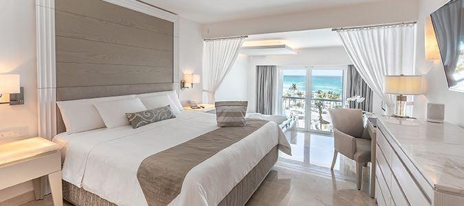 Royal Honeymoon Oceanfront Suite