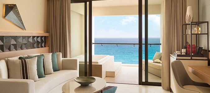 Turquoize Oceanfront Master Guestroom