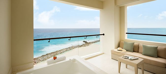 Turquoize Sky Oceanfront Master Guestroom