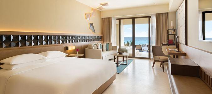 Turquoize Sky Swim Up Oceanfront Master Guestroom
