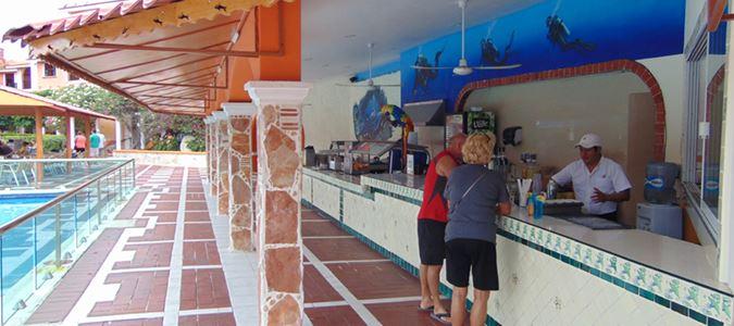 Los Delfines Snack Bar