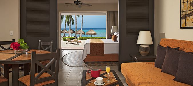 Honeymoon Oceanview Suite with Jacuzzi