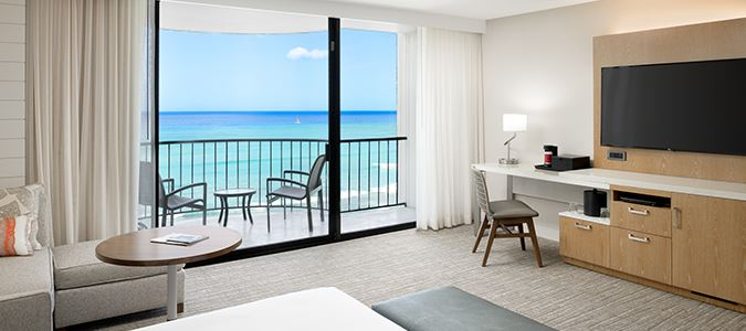 Paoakalani Tower Diamond Head View Guestroom