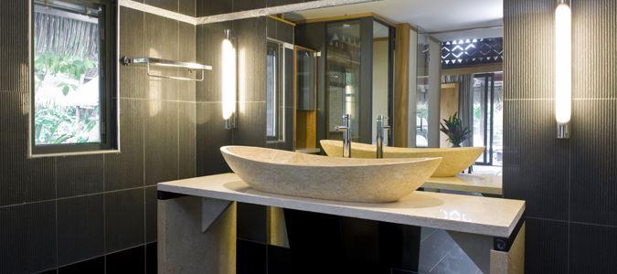 Premium Lake Bungalow Bath