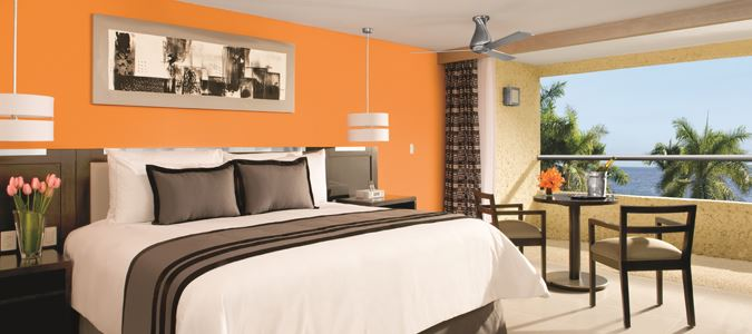Deluxe Preferred Club Oceanfront Guestroom