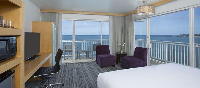 Oceanfront Corner Guestroom with Lanai