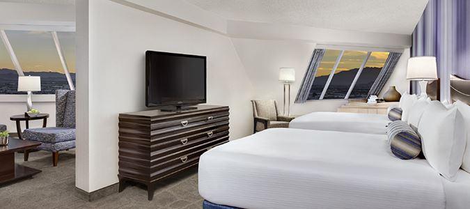 Pyramid Premium Corner Suite