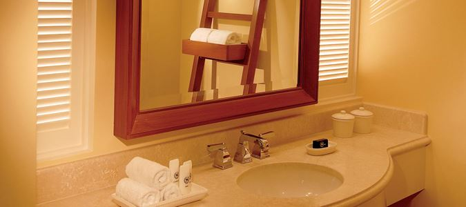 Deluxe Oceanfront Guestroom Bath
