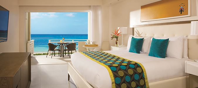 Sun Club Deluxe Beachfront Guestroom