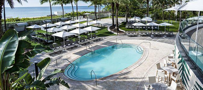 Pool at Playabar