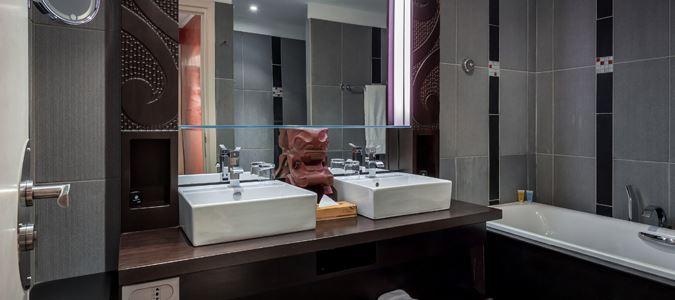 Lagoon Suite Bath
