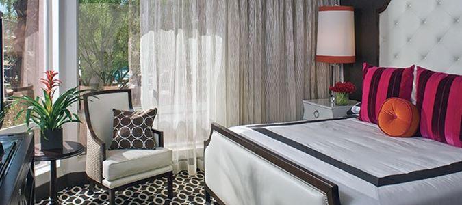 Riviera King Poolview Guestroom