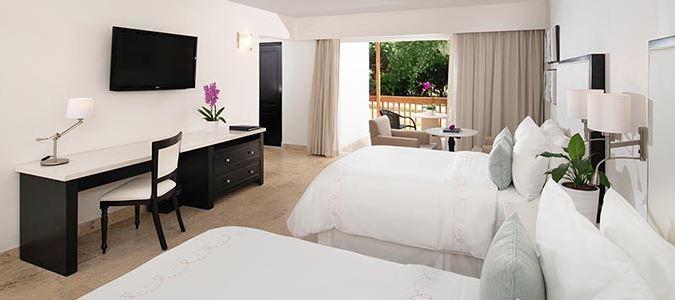 Deluxe Patio Guestroom