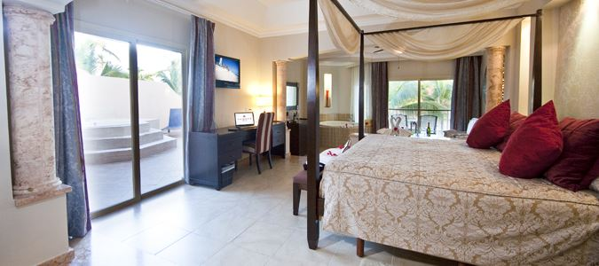 Colonial Junior Suite with Outdoor Jacuzzi