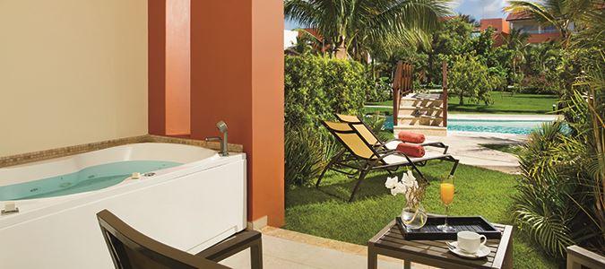 Deluxe Swim Up Guestroom Terrace