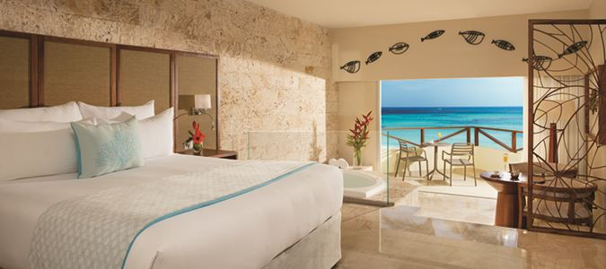 Sun Club Deluxe Jacuzzi Oceanfront Guestroom
