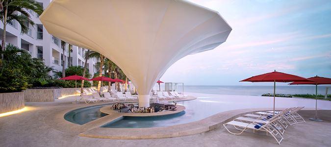 Sommer Pool Bar