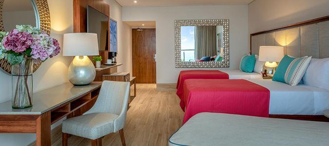 Royal Deluxe Oceanfront Guestroom