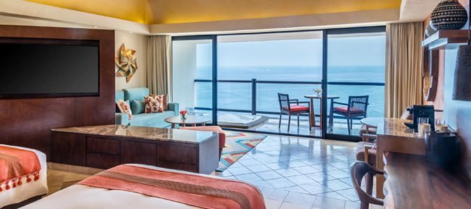 Club Level Oceanfront Suite with Hot Tub