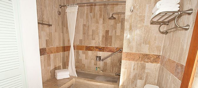 Deluxe Studio Bath