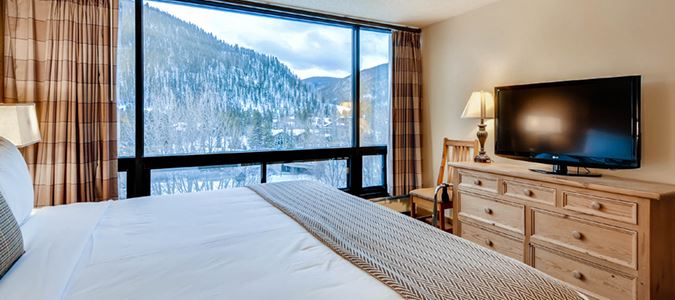 Lodge Loft Guestroom