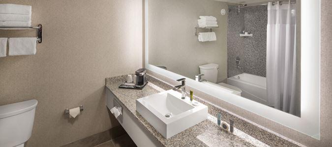 Sky Tower Guestroom Bath
