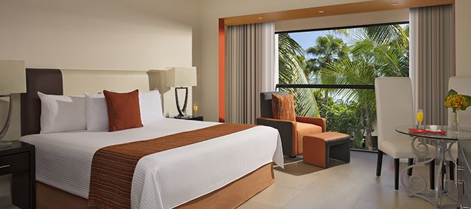 Deluxe Tropical View Guestroom