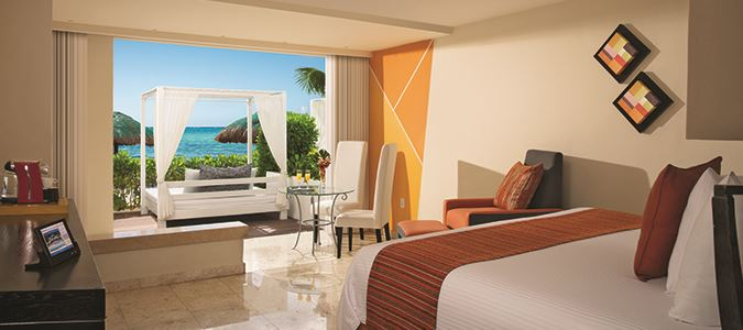 Sun Club Master Suite Oceanview with Plunge Pool