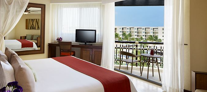Premium Deluxe Tropical or Garden View Guestroom