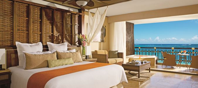 Preferred Club Oceanfront Honeymoon Suite
