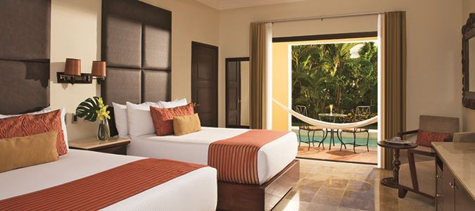 Preferred Club Deluxe Garden Swim Out Guestroom