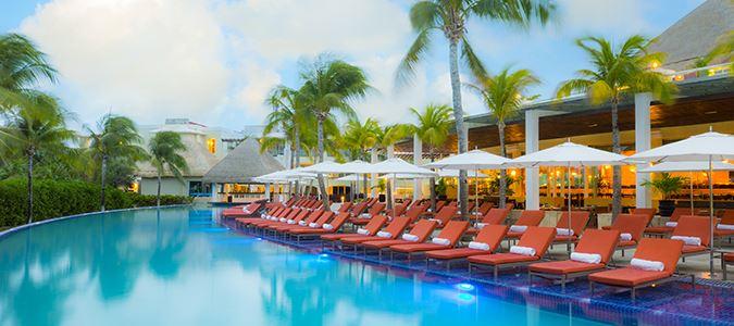 El Caribeno Pool
