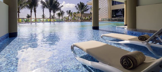 Oceanfront Jacuzzi Suite Swim Up Exterior
