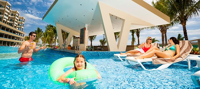 Family Pool and Swim Up Bar