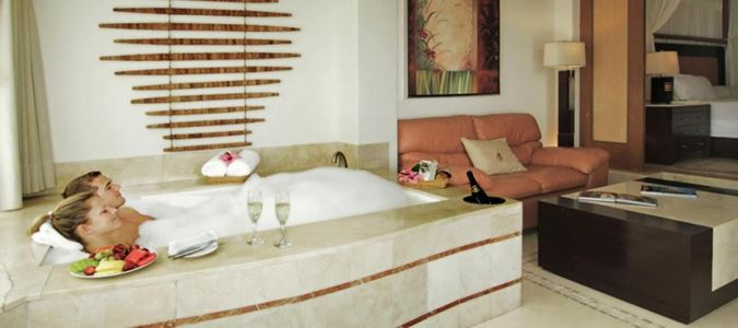 Luxury Jacuzzi Suite Garden View