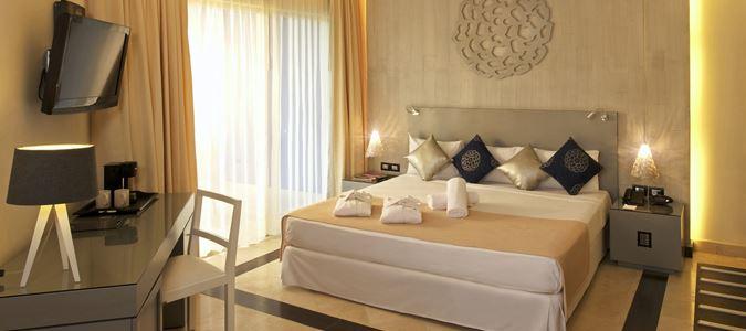Maya Deluxe Honeymoon Guestroom