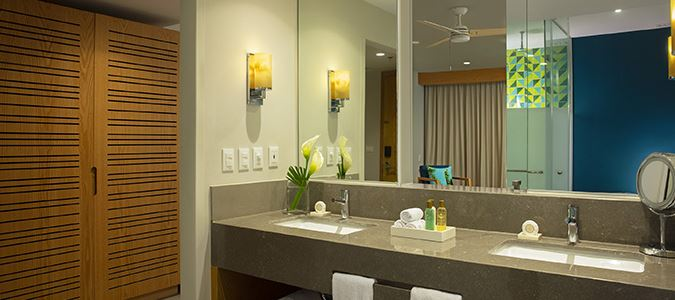 Junior Suite Partial Oceanview Bath