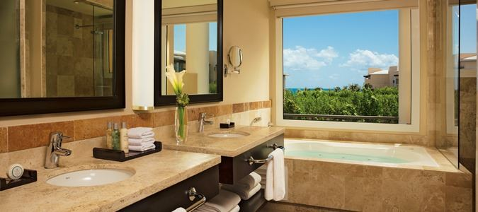 Junior Suite Tropical View Bathroom