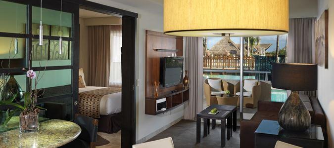 One Bedroom Swim Up Suite