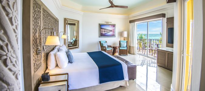 Master One Bedroom Premium Oceanfront Suite